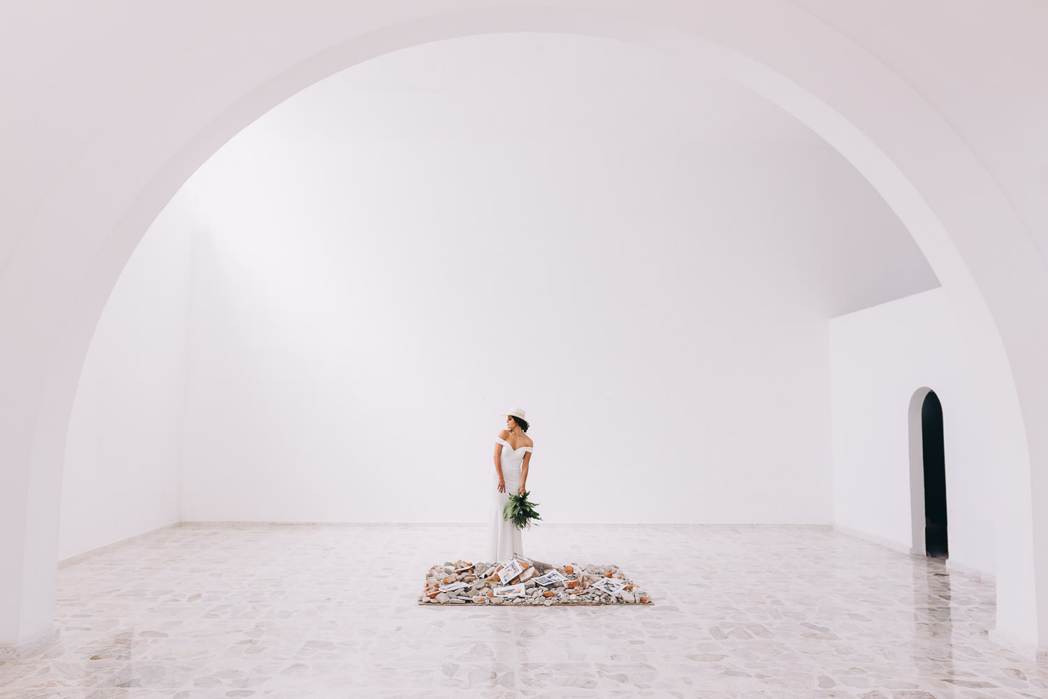Minimalist wedding in Mexico in a cultural space